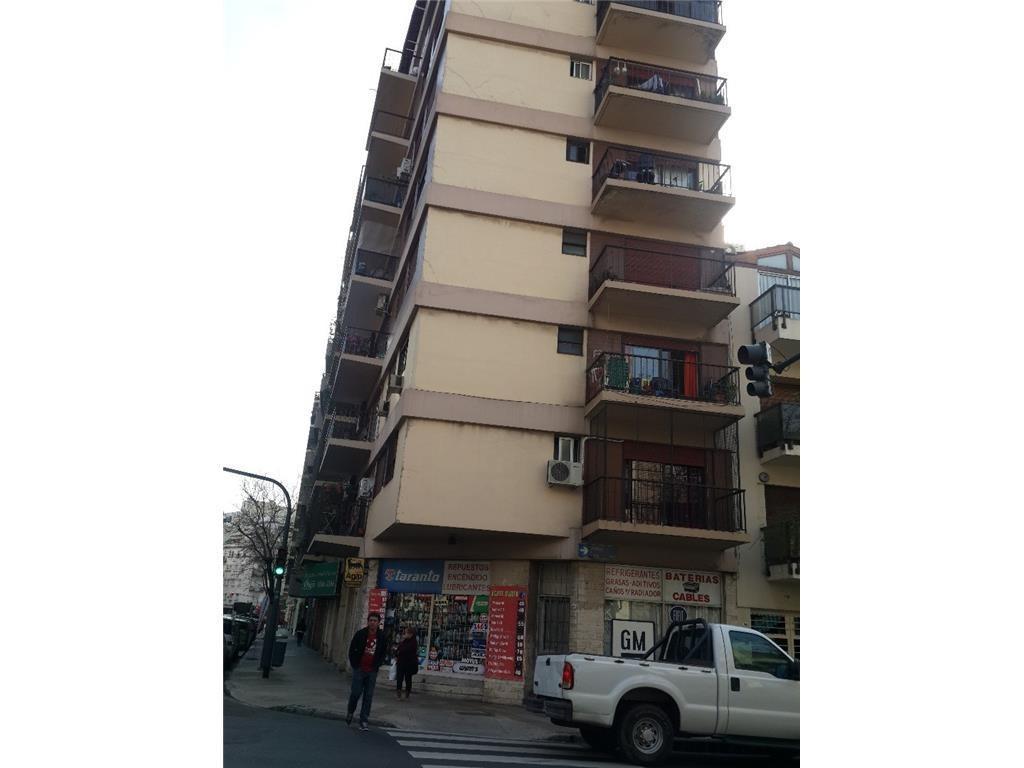 Excelente departamento de tres ambientes, con balcón al frente (muy luminoso) de 58 m2