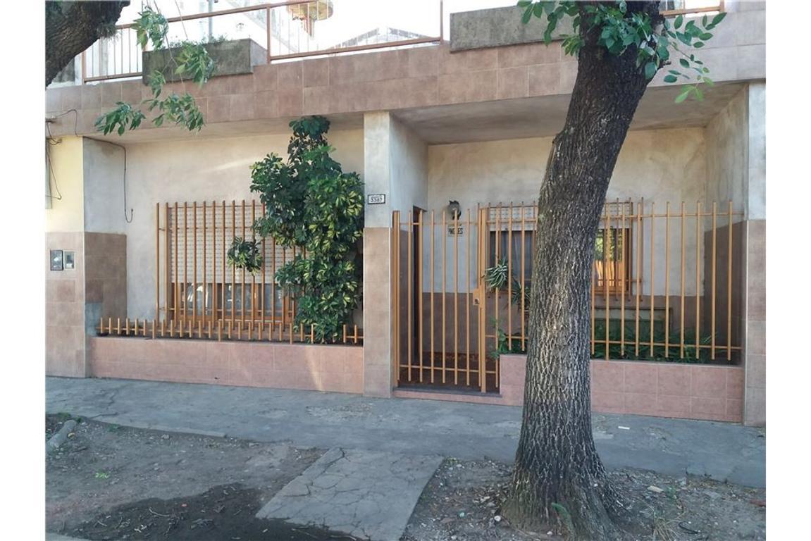 Casa + Local en Venta APTA 2 FLIAS Lote en esquina