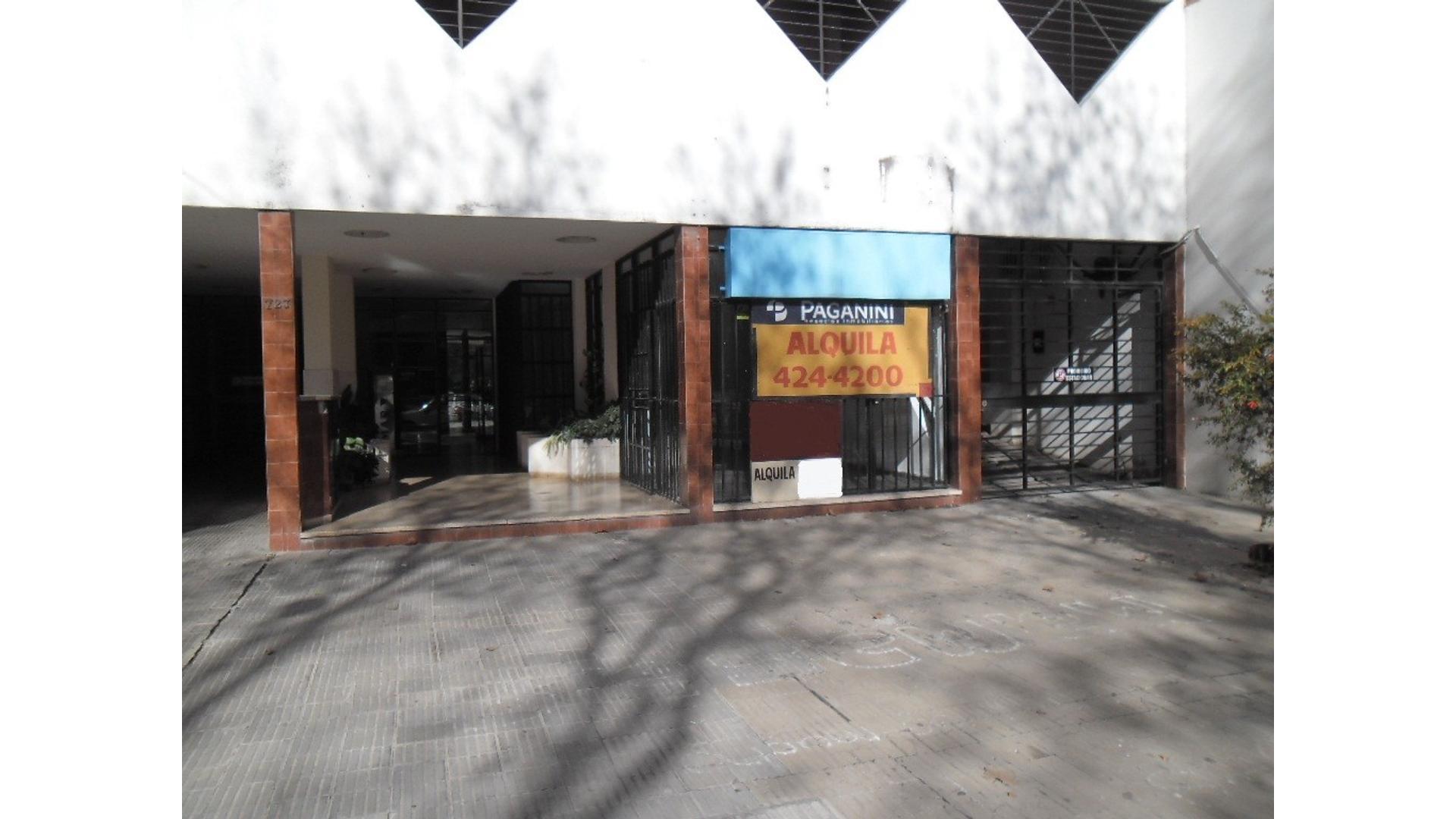 PAGANINI ALQUILA LOCAL FRENTE A PLAZA LOPEZ AMPLIO SALON + DOS PRIVADOS Y KICHENET 11000$