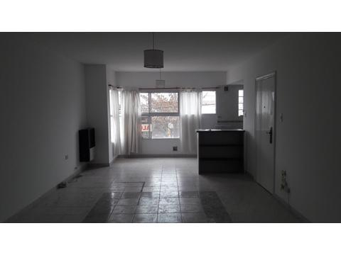 Alquilo depto neuquen zona Calf 70 m2. 2 dorm. antebaño. living espacioso