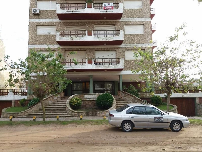 En Venta, Depto 1 ambiente en Villa Gesell, a 2 cuadras del mar
