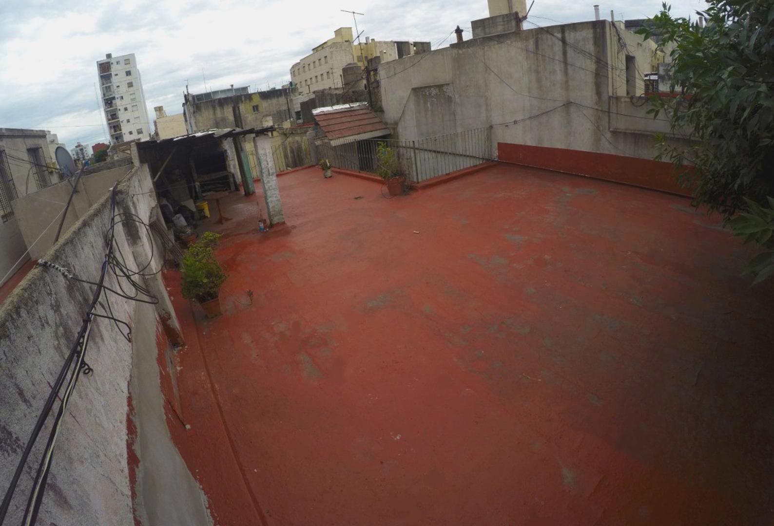 Casa 6 ambientes con terraza al frente 250 m2 dueño directo. - Foto 8