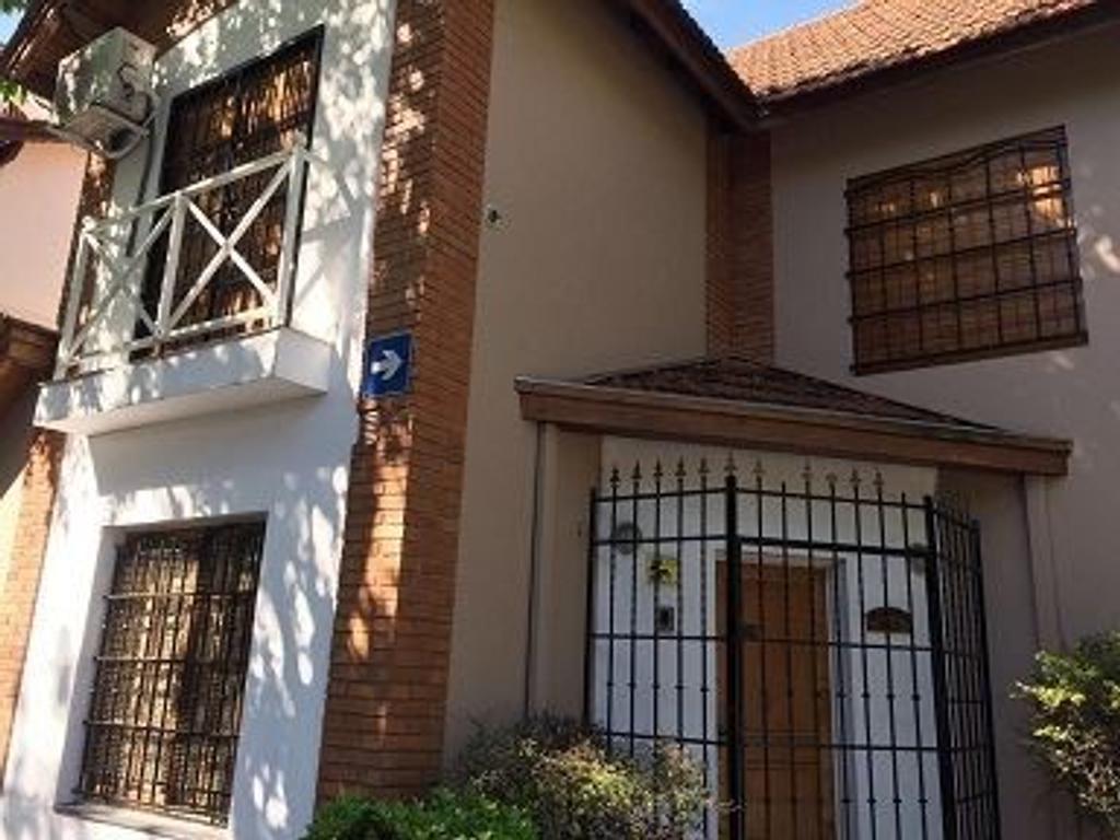 Casa en venta en francisco bilbao 2900 flores for Casa de azulejos en capital federal