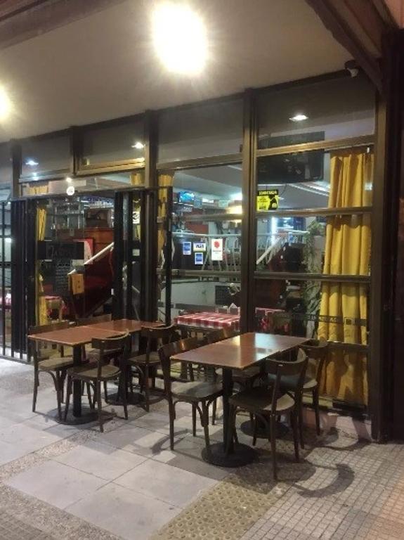 Venta fondo de comercio - Restaurante en esquina