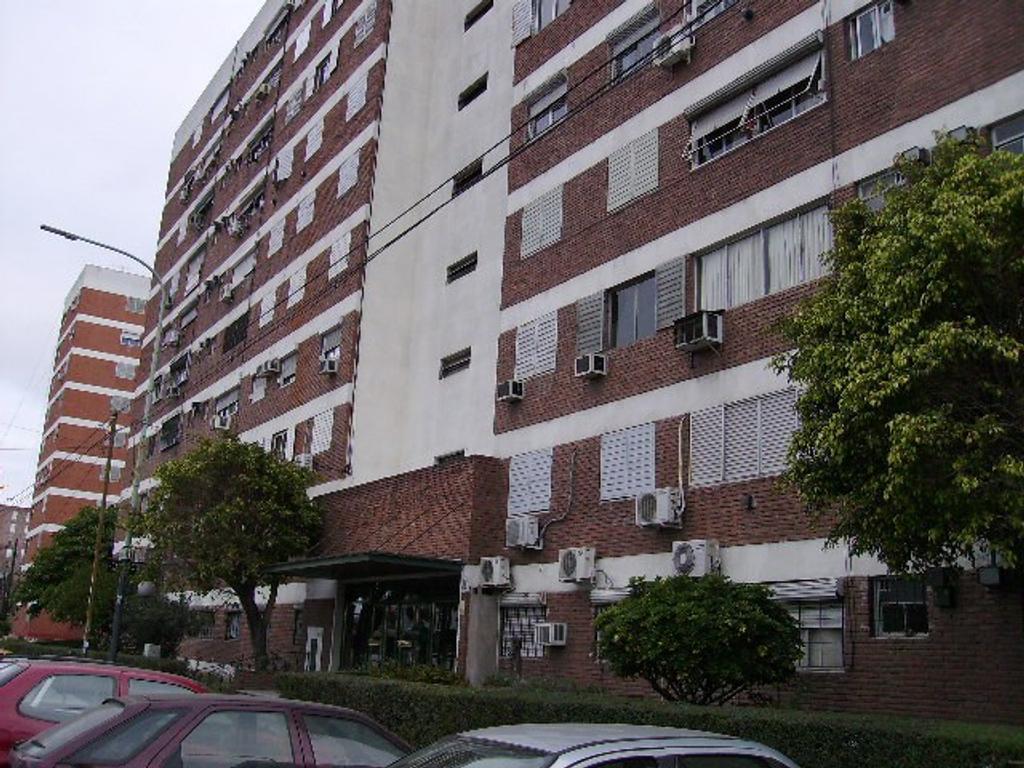 4 AMBIENTES CONTRAFRENTE EN EL BARRIO CASTRO