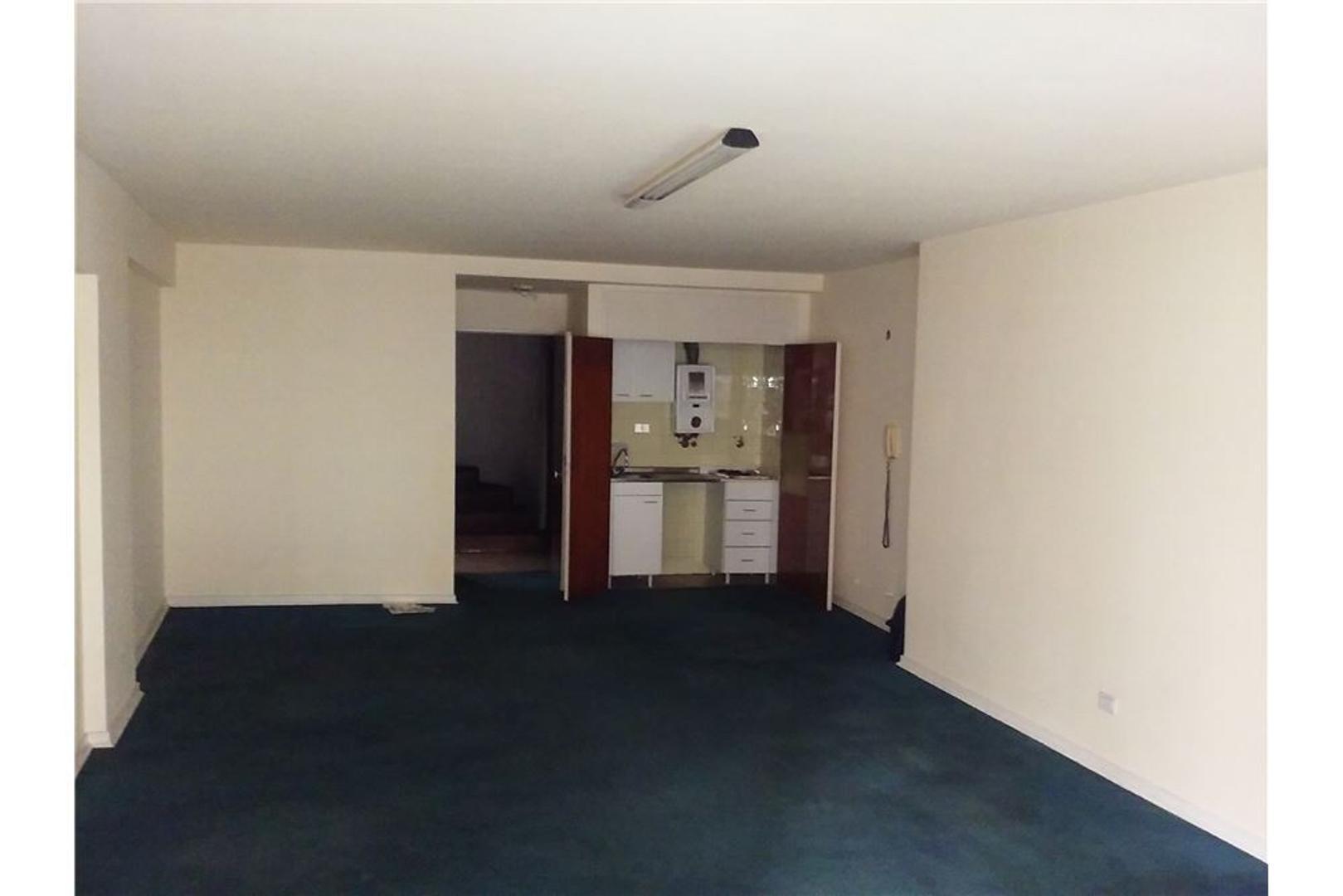 Venta oficina microcentro 47 m2 al frente c/baño.