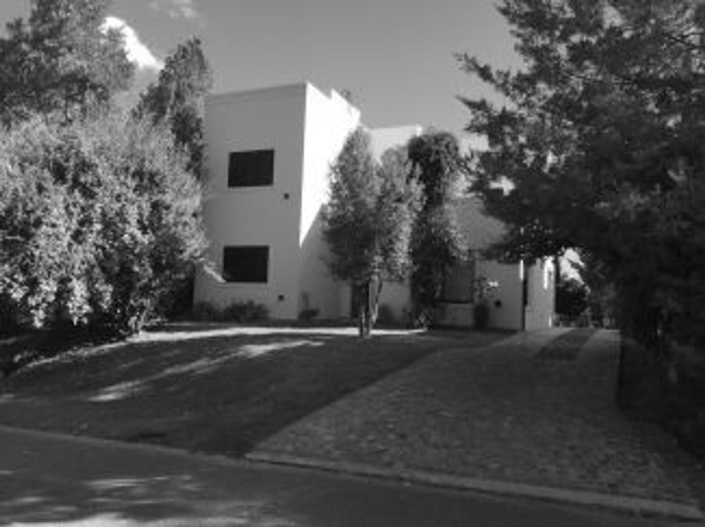 Casa en Venta en Campana - 5 ambientes