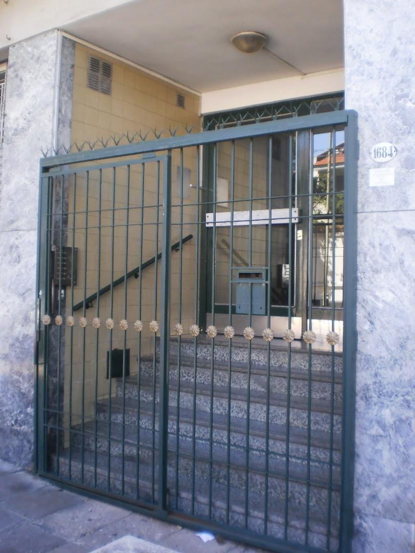 2 ambientes con patio y Lavadero  (   Apto  credito  bancario  )
