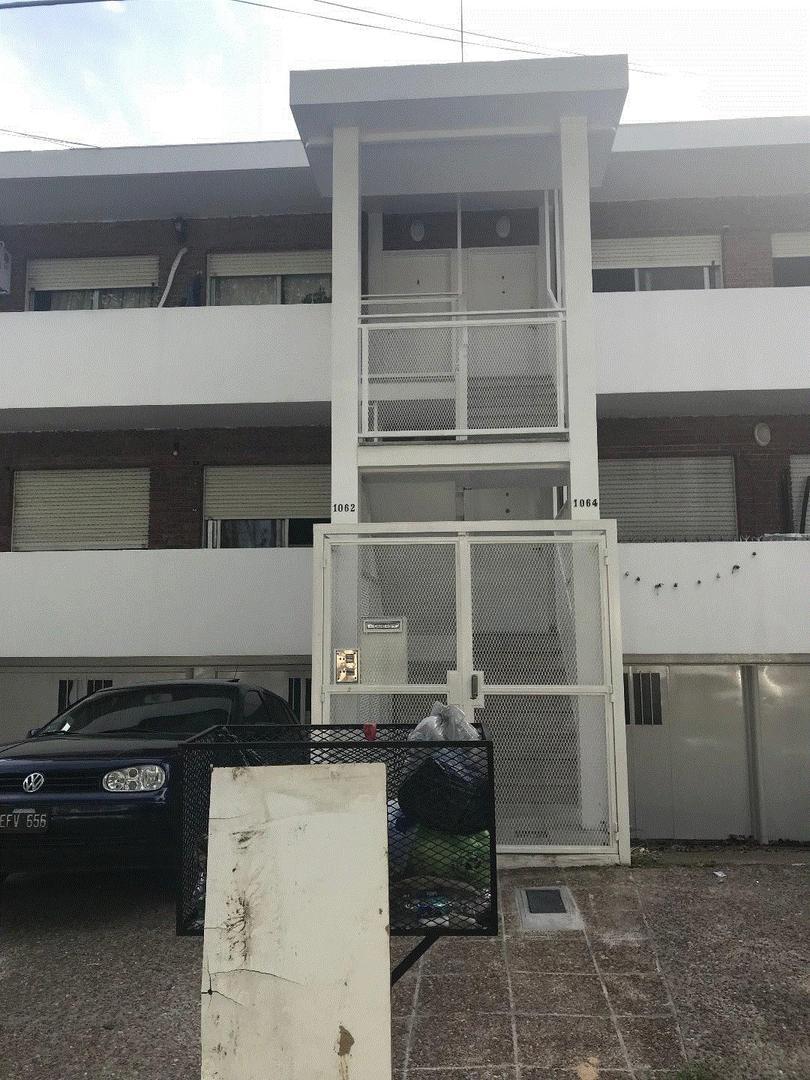 Florida M Depto tipo casa Warnes al 1000 3 Ambientes con jardin garaje 2 baños  $ 18.000