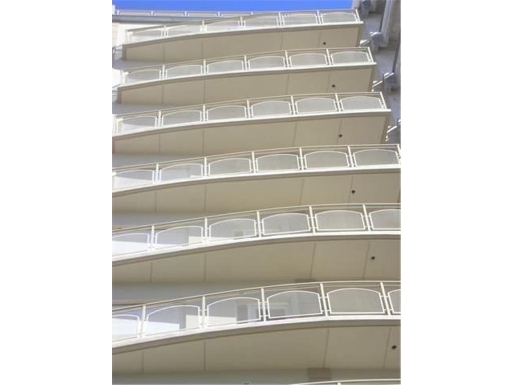 Depto 2 amb amplio con balcón