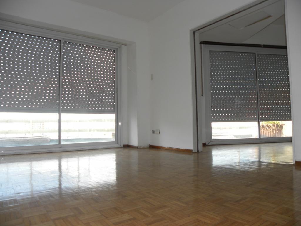 Excelente semipiso 4 ambientes con balcón terraza al frente en Villa Crespo.