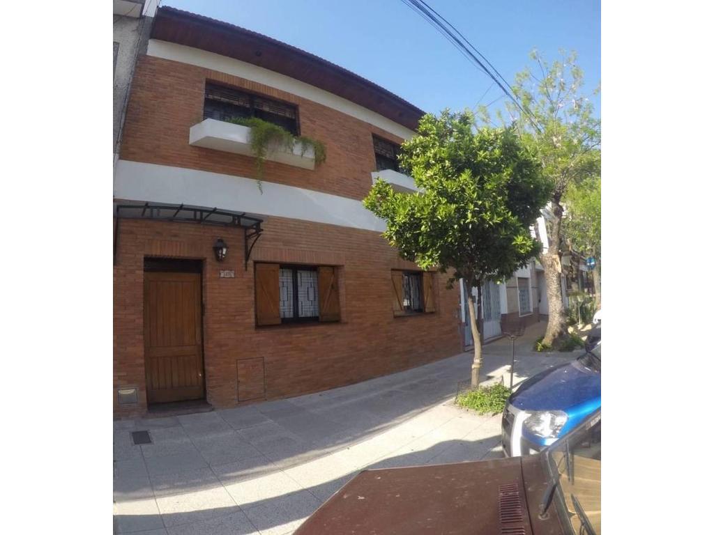 Villa Pueyrredon, casa de 5 ambientes, suite, 3 baños, patio, jardín, quincho, terraza