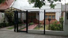 Casa sobre Avda. Santa María en muy buen estado