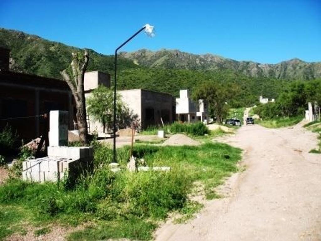 Excelente lote Bo. San Ignacio (Bancarios), sobre autopista 25 de MAYO