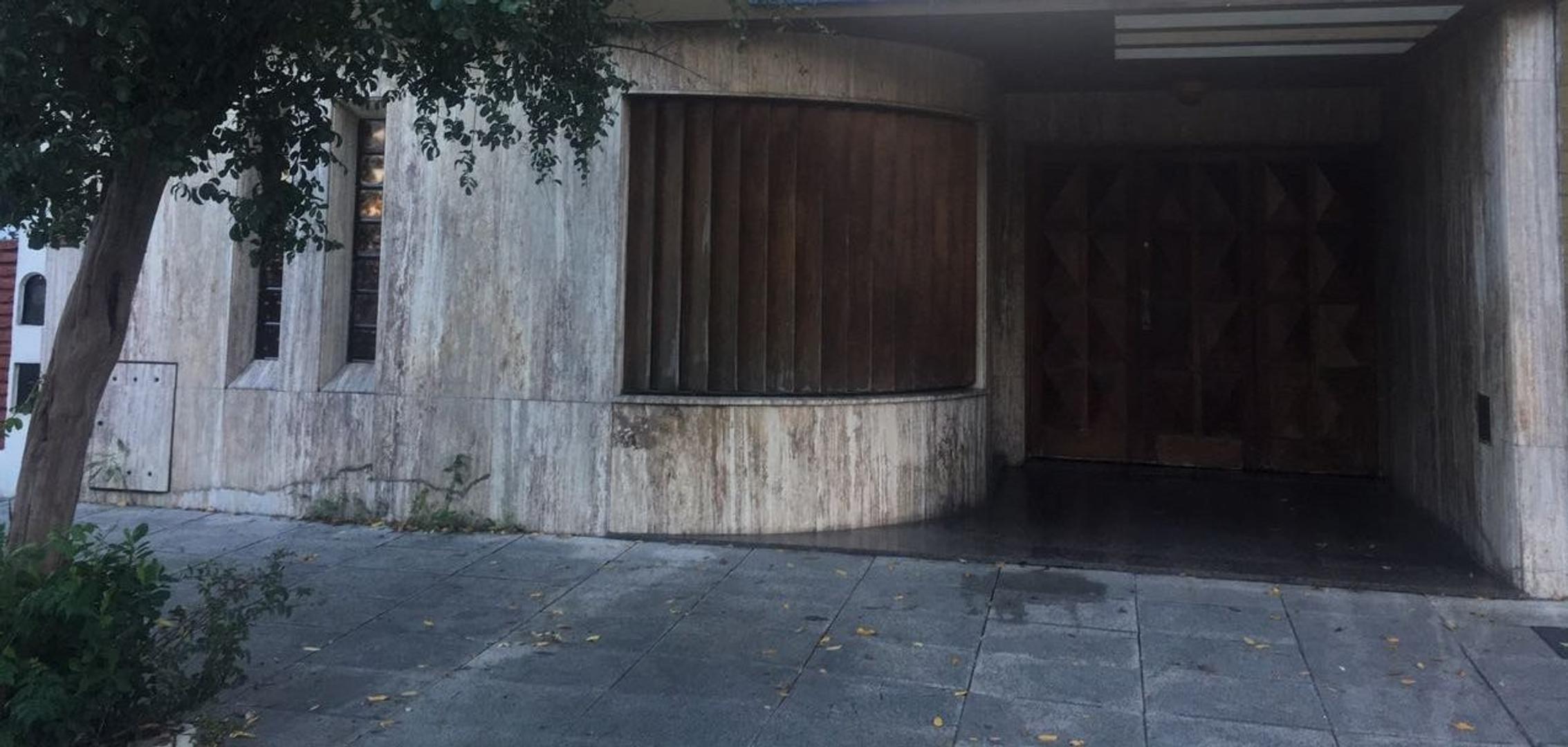 (NIR-NIR-1093) Casa - Venta - Argentina, Capital Federal - CRISOSTOMO ALVAREZ  AL 5100