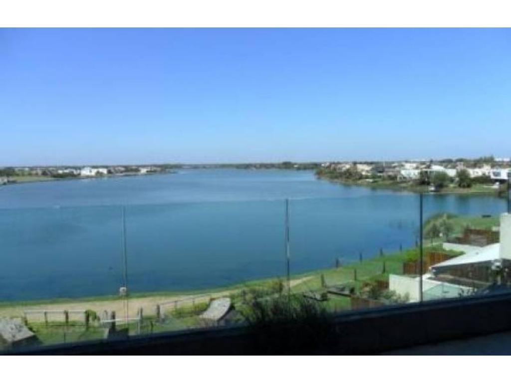EDIFICIO PRAIA - Nordelta   PB con vista al lago central, en venta.
