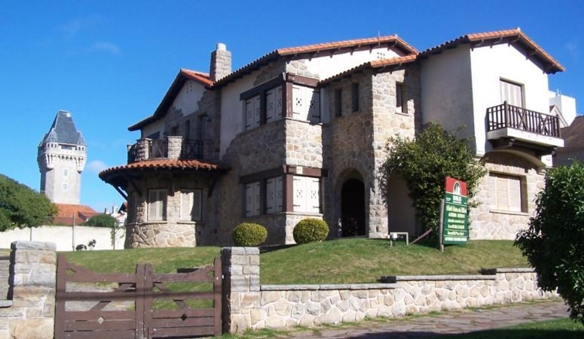 Chalet de Patrimonio Histórico, único por estilo y ubicación.