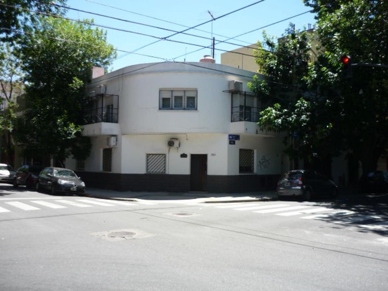 Departamento tipo casa en venta en Saavedra - Capital Federal- EN PRIMER PISO POR  ESCALERA