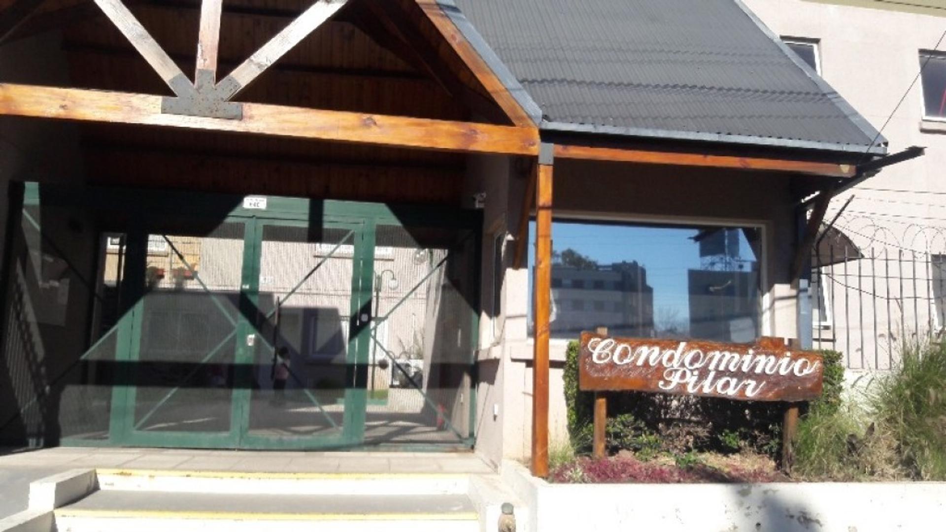 Muy buena casa tipo PH en condominio Pilar apta credito!