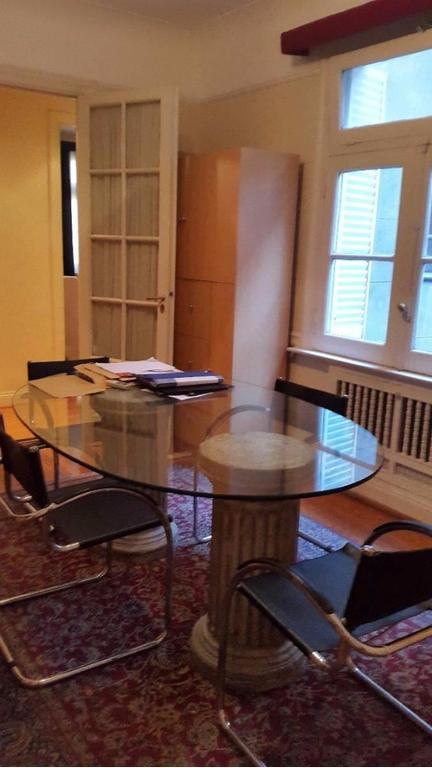 Excelente oficina en las famosas recovas de Buenos Aires.