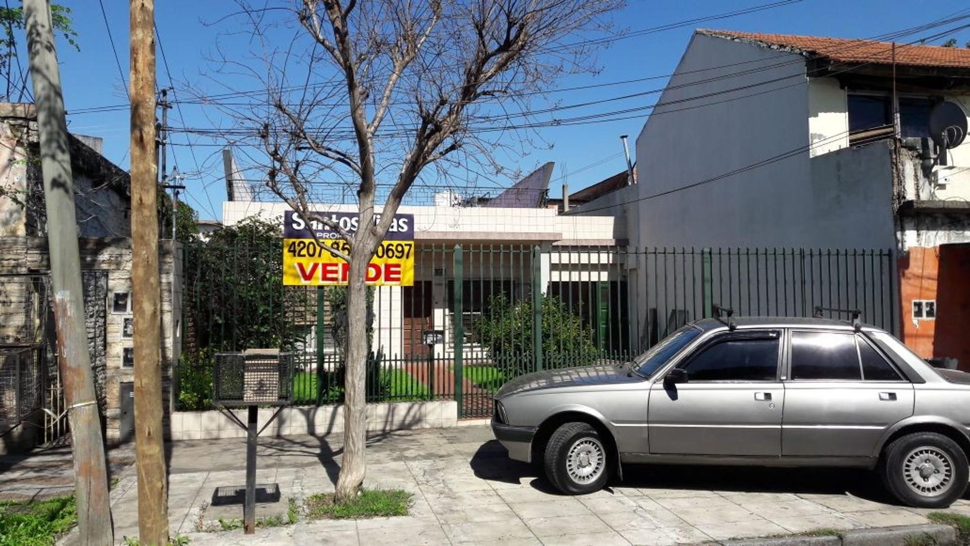CASA HELGUERA 4900 - VILLA DOMINICO - 4 AMBIENTES CON GARAGE Y FONDO