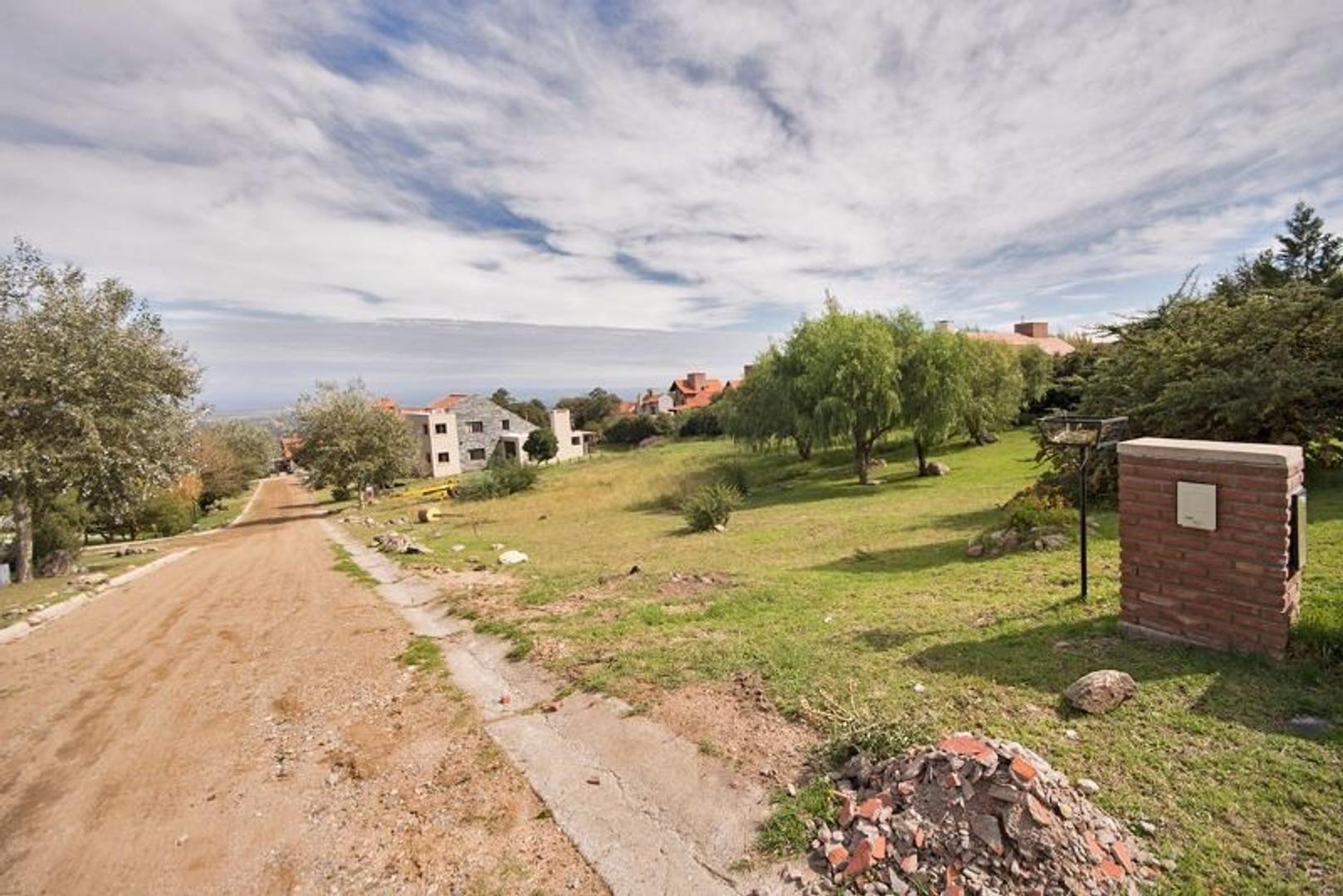 muy buen lote en Country Chumamaya 1378 m2 apto para casa de hasta 413 m2 cub.