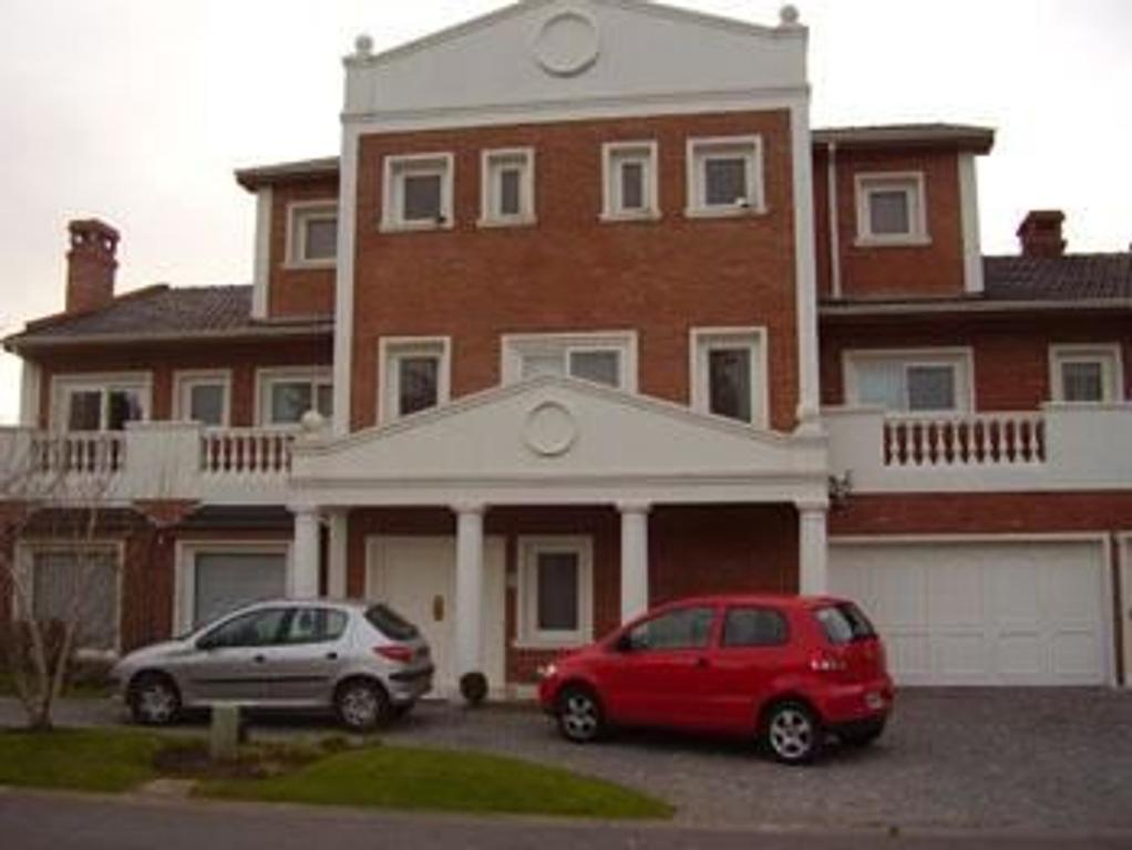Hermosa casa en Barrio Privado San Isidro