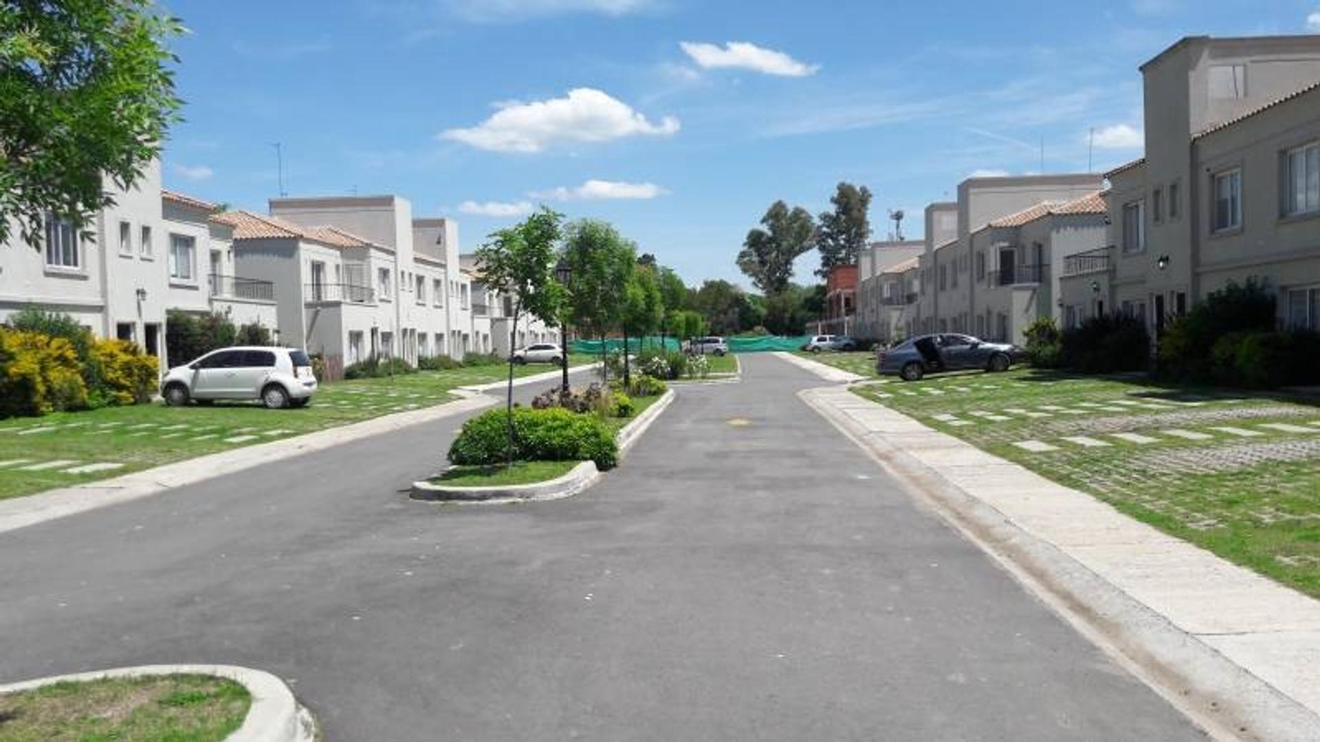 Alquiler de Casa en Barrio Cerrado La Angelica zona Pilar, Gran Bs.As., Argentina.