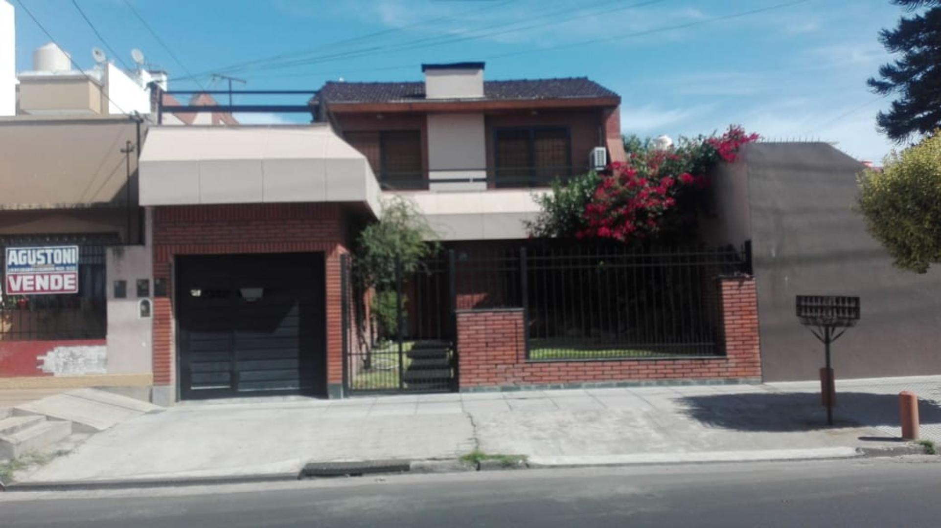 Casa en Venta en Isidro Casanova - 4 ambientes