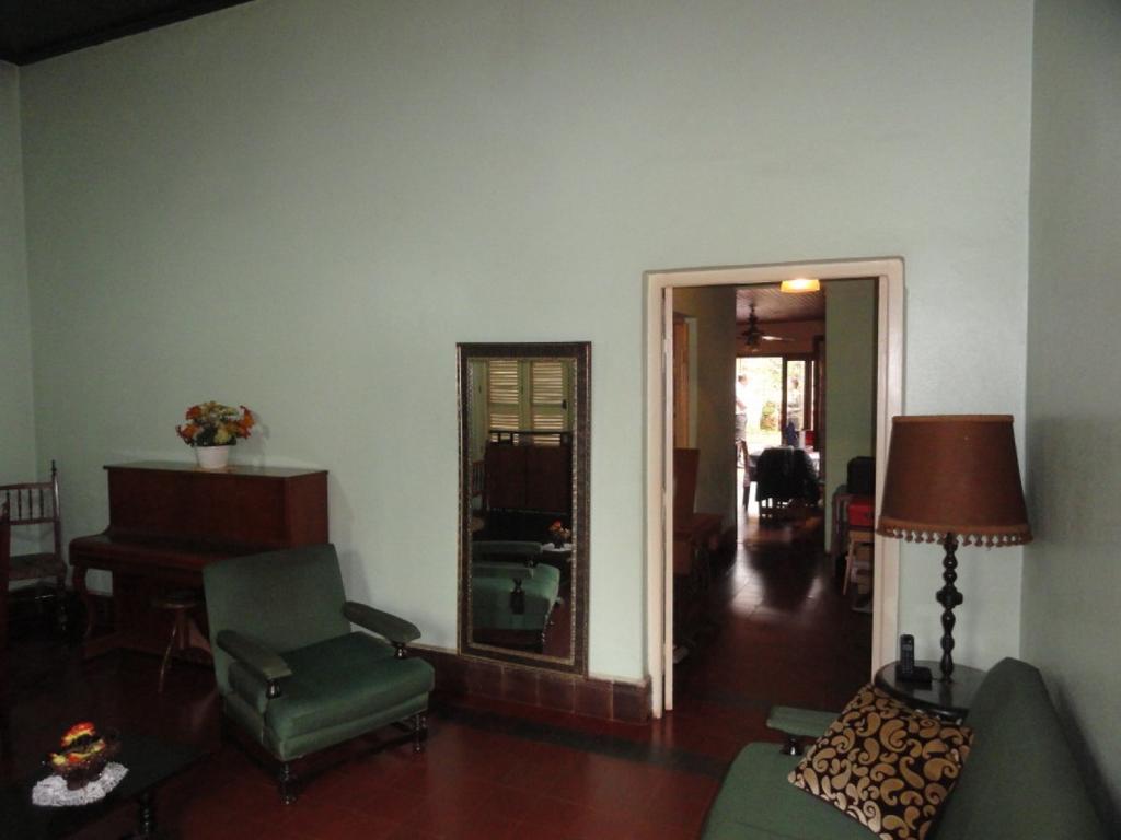 Casa Céntrica Antigua de 2 Dormitorios