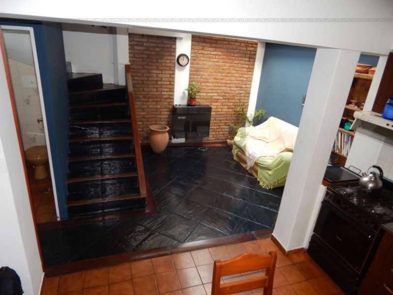 Ayacucho y La Paz - Casa de 3 Dormitorios. Con cochera. Vende Uno Propiedades