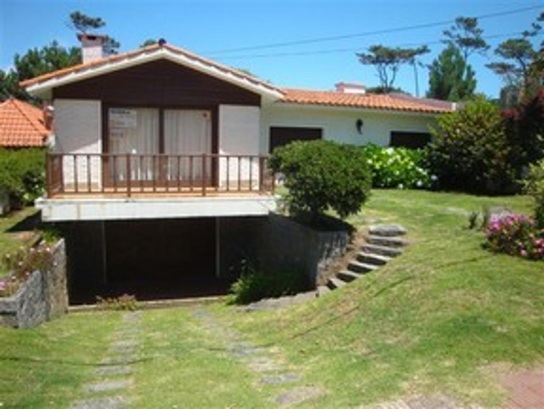 Casa en Venta en Playa Mansa - 4 ambientes