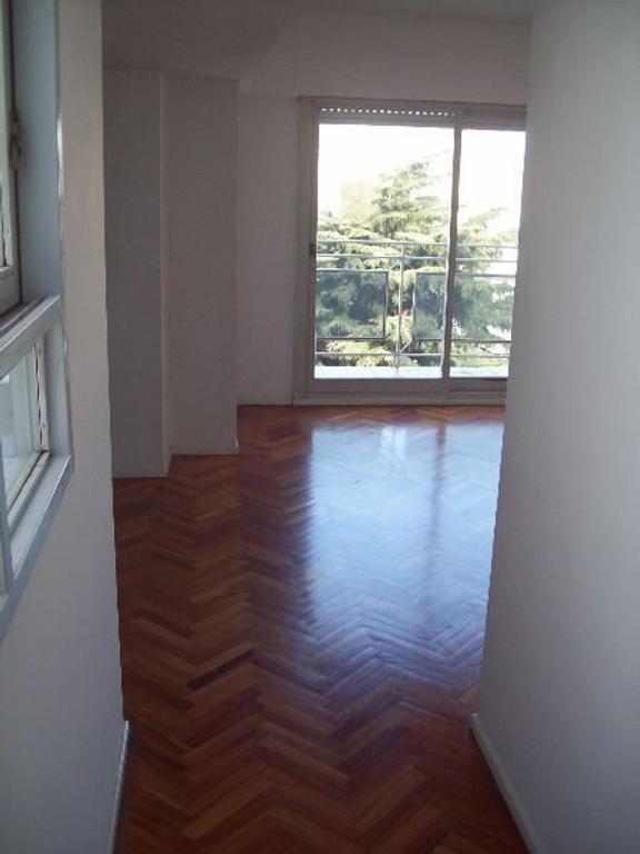 2 amb, semi piso, cfte, Balcon, tEL. Categoria,COCHERA FIJA, Mts de Subte
