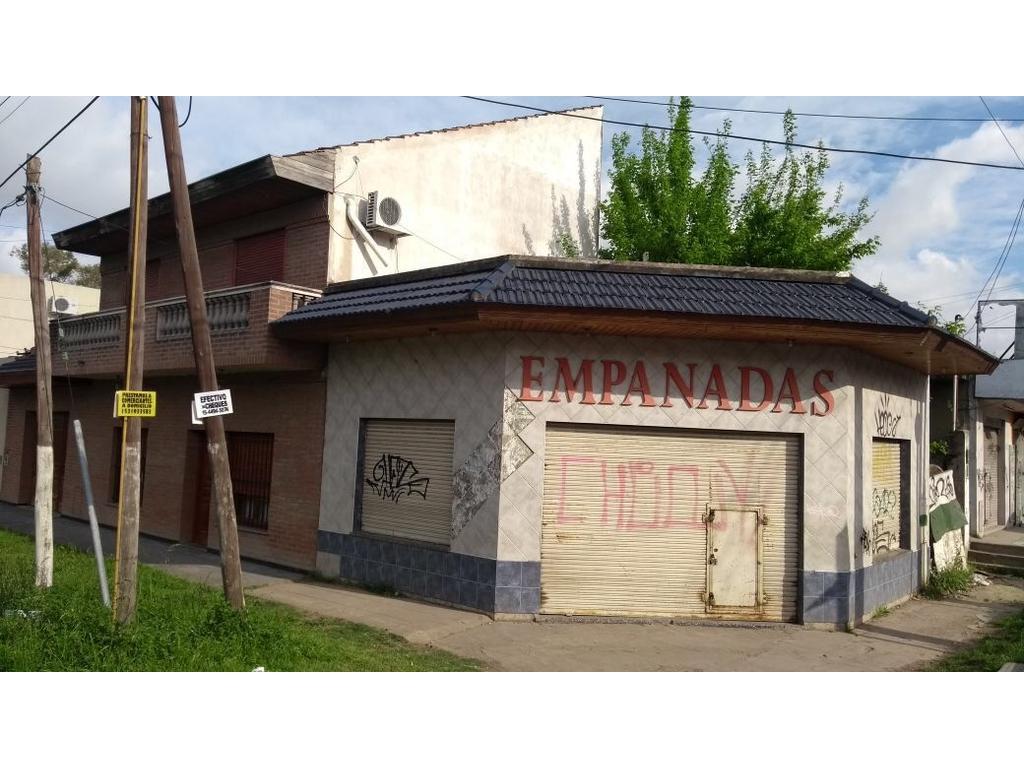 EXCELENTE ESQUINA - CASA 4 AMB. + LOCAL