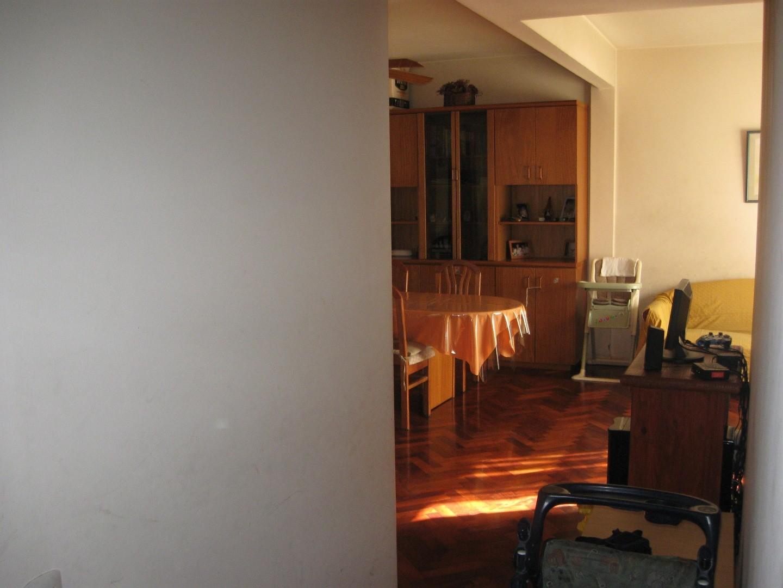 Luminoso Semipiso al frente de 3 ambientes c/ balcón