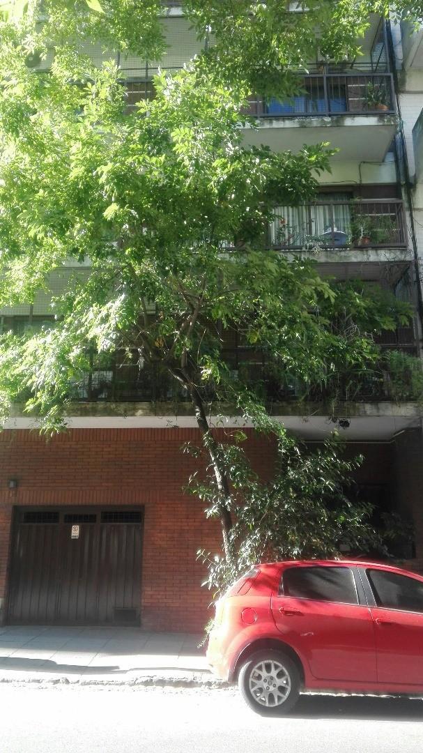 4 ambientes al frente, balcón corrido, con cocina y lavadero independiente. cochera.apto credito