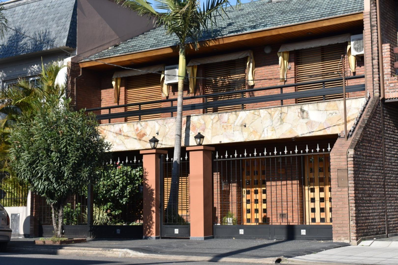 Casa en Venta en Barrio Parque - 5 ambientes