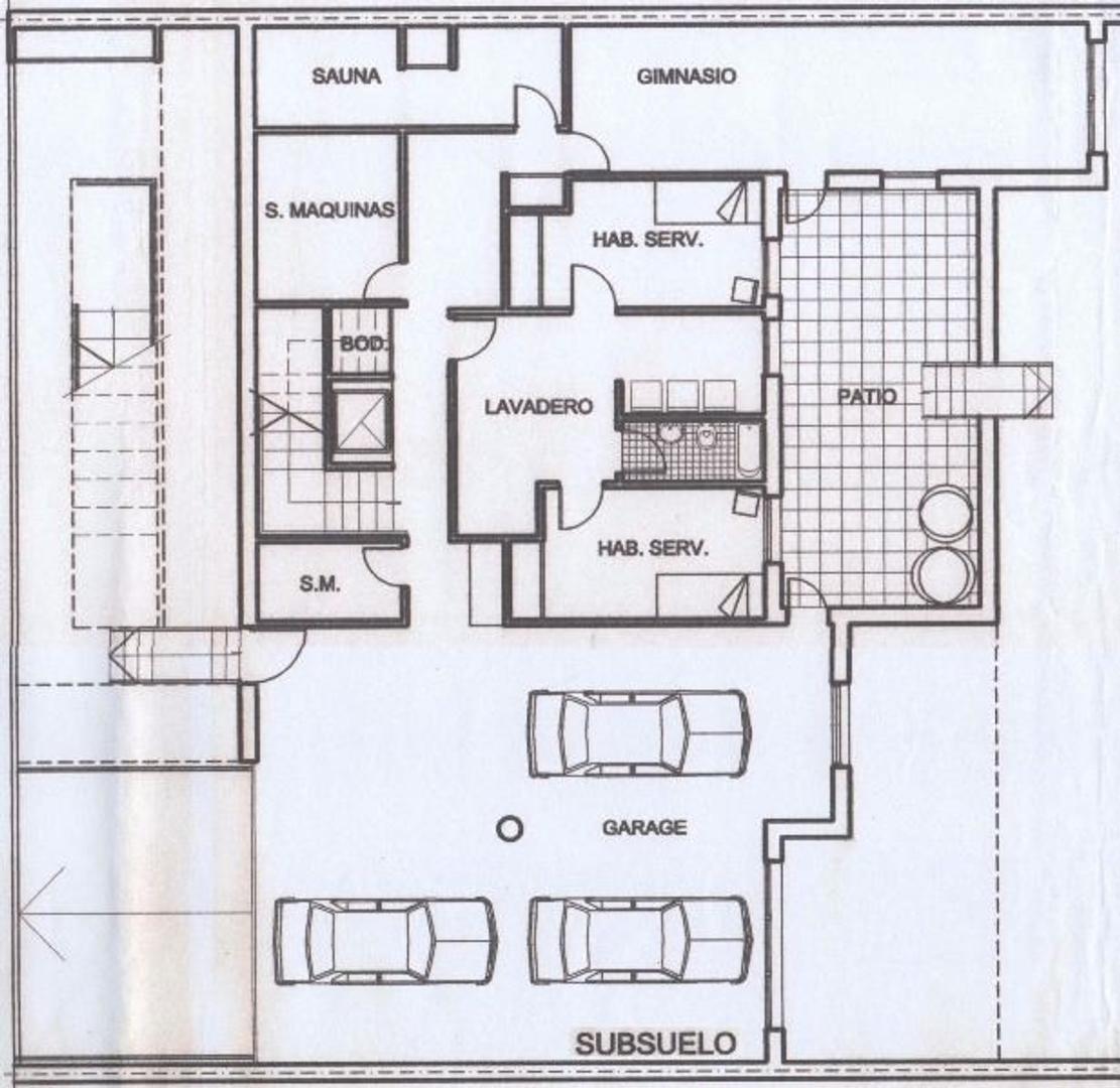 Chalet 3 Pltas de 630 m2. Lote 863 m2 (19x45 mts.) Jardín 636 m2. Piscina 12 x 5 In-Out climatizada