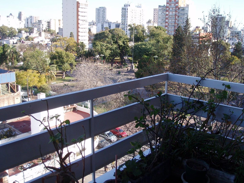DEPARTAMENTO DE 3 AMBIENTES. al frente con balcón.