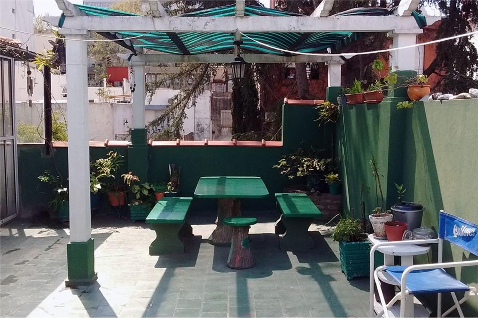 PH + Terraza c/quincho y parilla + patio uso común