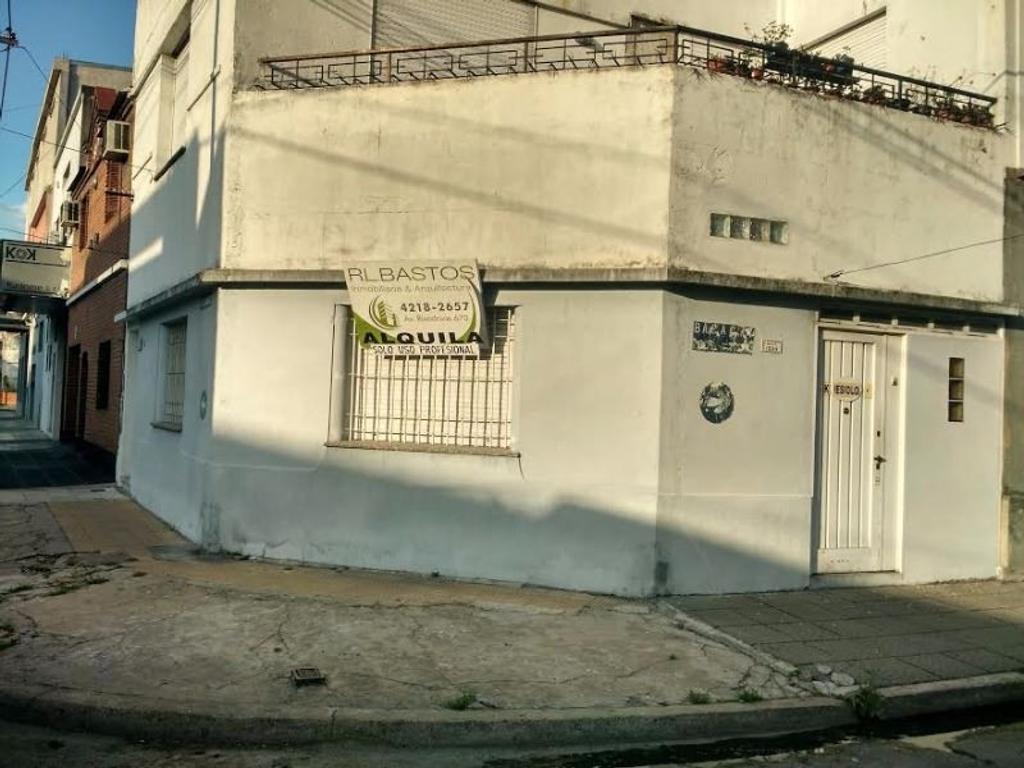 SE ALQUILA LOCAL COMERCIAL EN ESQUINA Y DEPTO DE 2 AMB SOLO DEPOSITO O COMERCIO.