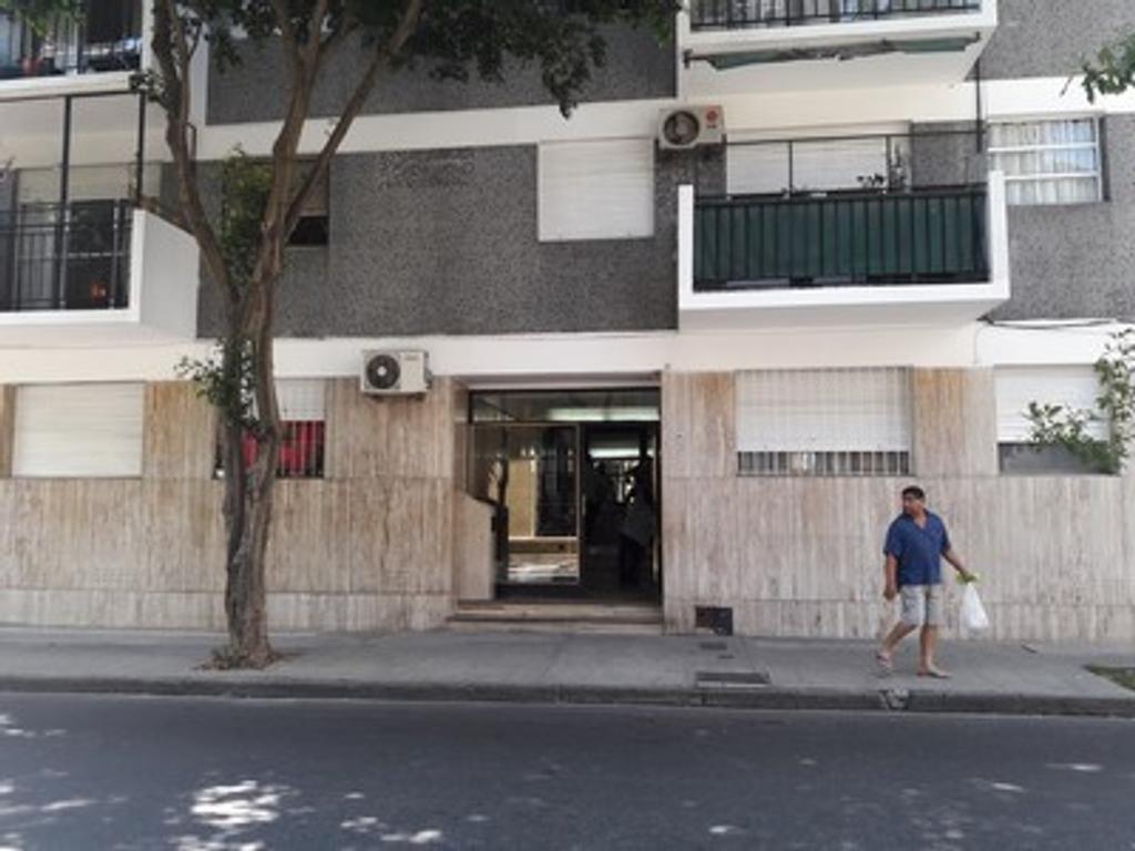 Excelente 4 Ambientes al Frente con Balcón
