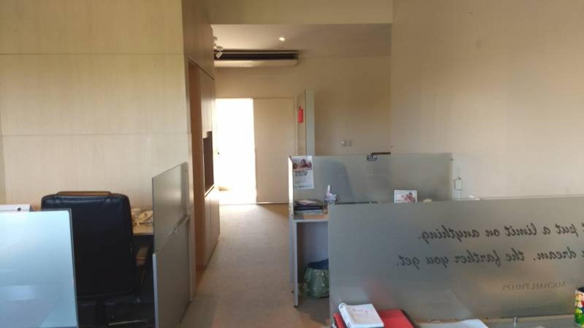 Oficina Centro Comercial Santa Barbara Amueblada