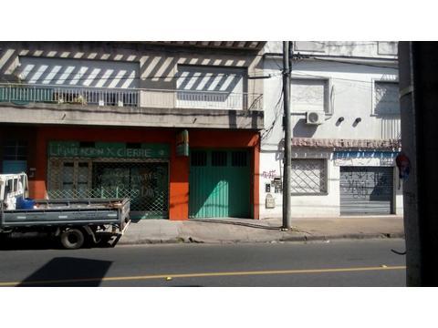 Importante propiedad comercial en PH, sobre  avenida Mitre, con rápido acceso a Gral Paz.