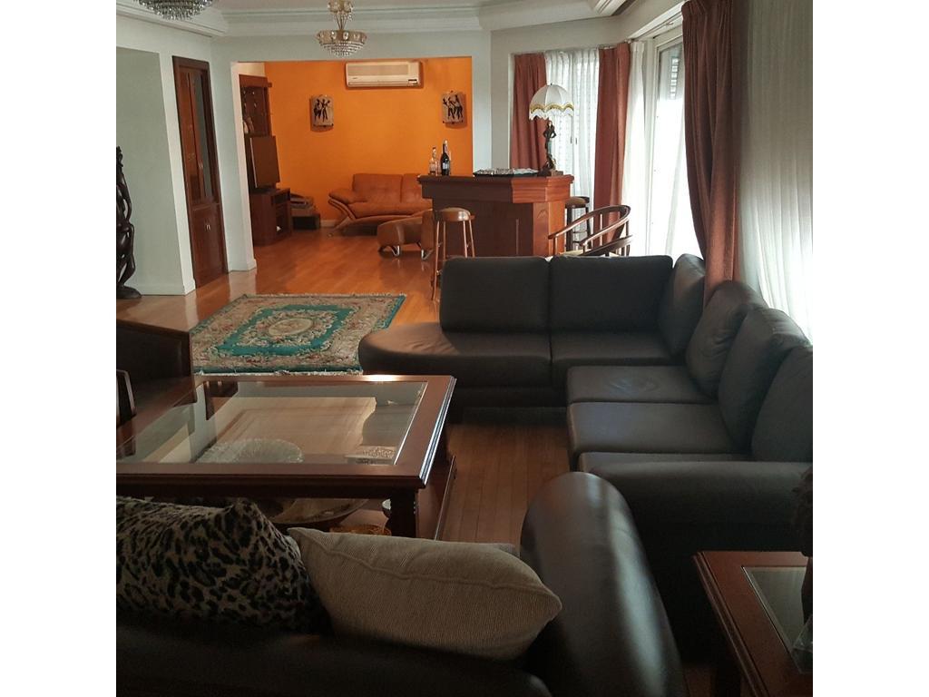 5 amb 2 coch. 360m2, 270m2 cub., 4 dorm. 1 en suite, 3 patios, dep. de serv,. mts parque Rivadavia