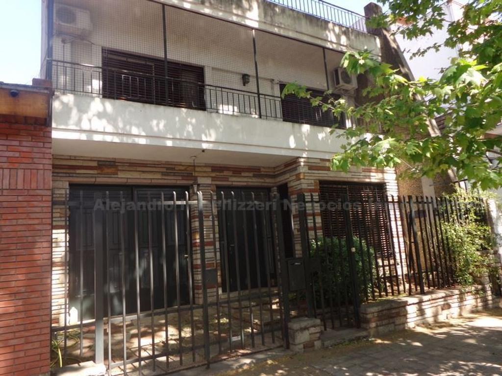 Excelente PH, igual que una casa, a mts. de Parque Onega y Chivilcoy, a 4 cuadras de plaza Arenales