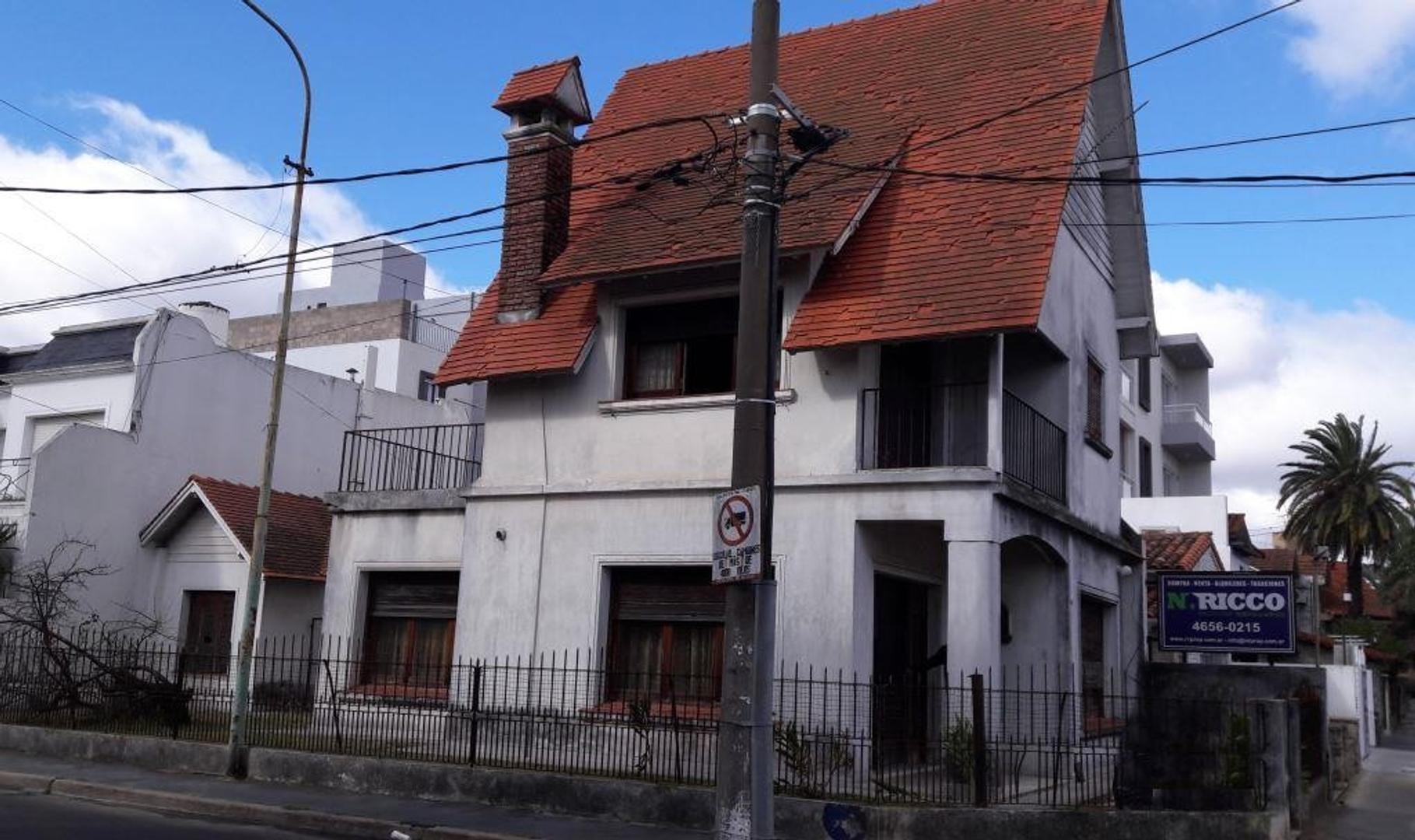 Casa 4 amb  2 plantas 150m2 cub. c/dep, a reciclar. NUEVA TASACION ! Excelente ubicación.