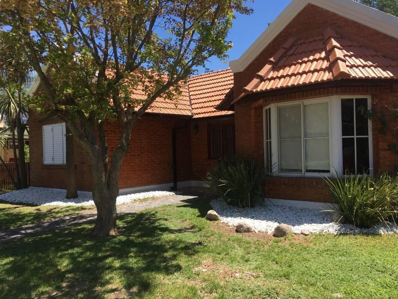 Casa en Alquiler en Campos De Echeverria - 4 ambientes