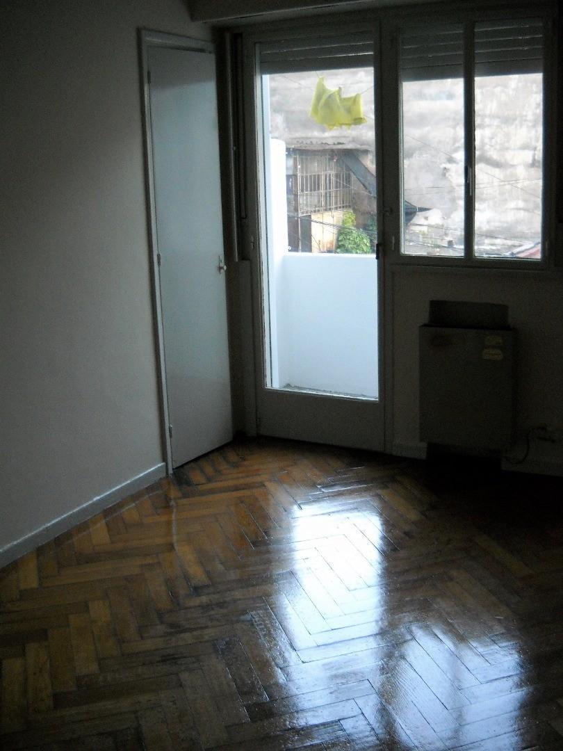 Dpto en venta 1 amb amplio, contrafrente, balcón, cocina y baños completos