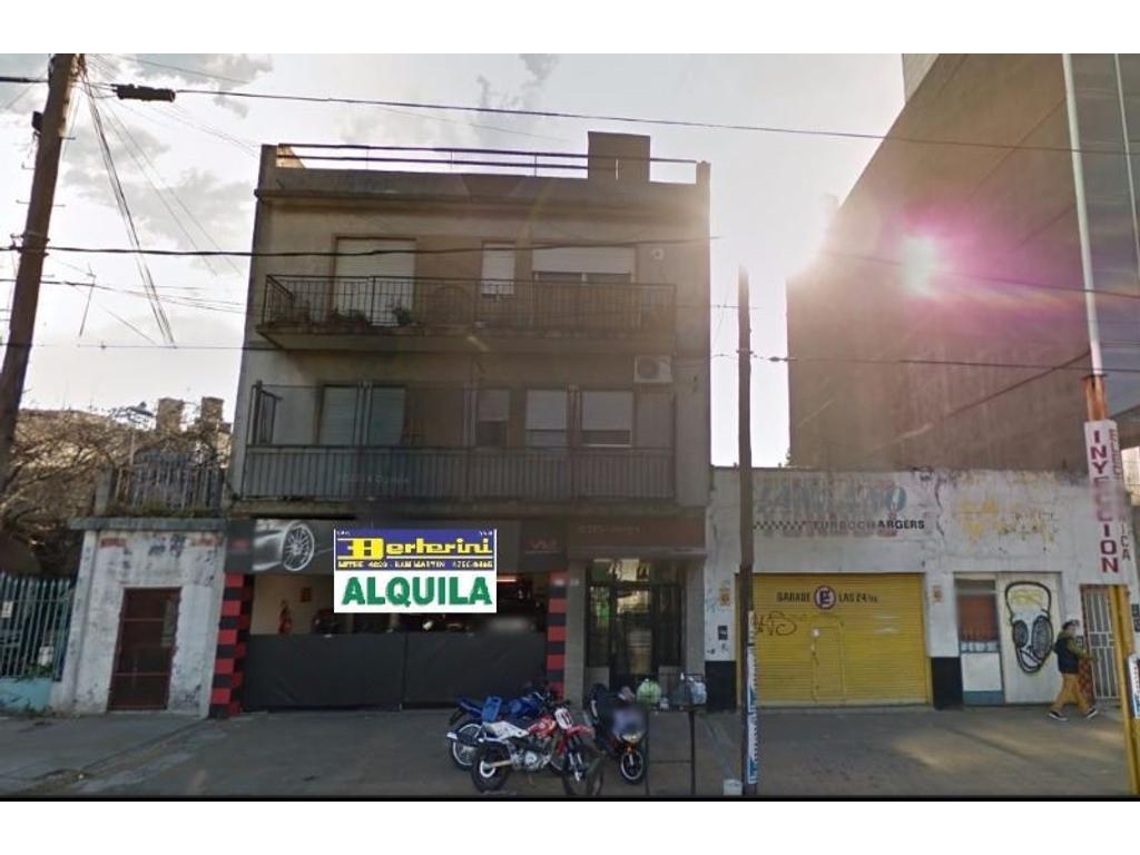 Alquiler Local en San Martín, sobre Avenida